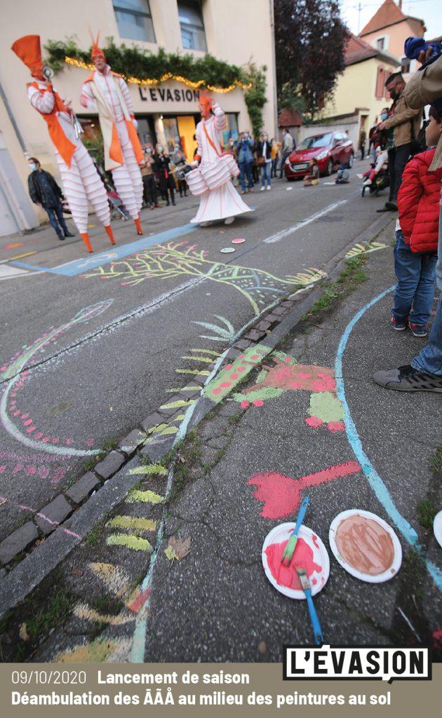 09.10.2020 / Lancement de saison de L'Évasion / Déambulation des ĀÃÅ / Peinture au sol avec les plasticiens de L'Évasion
